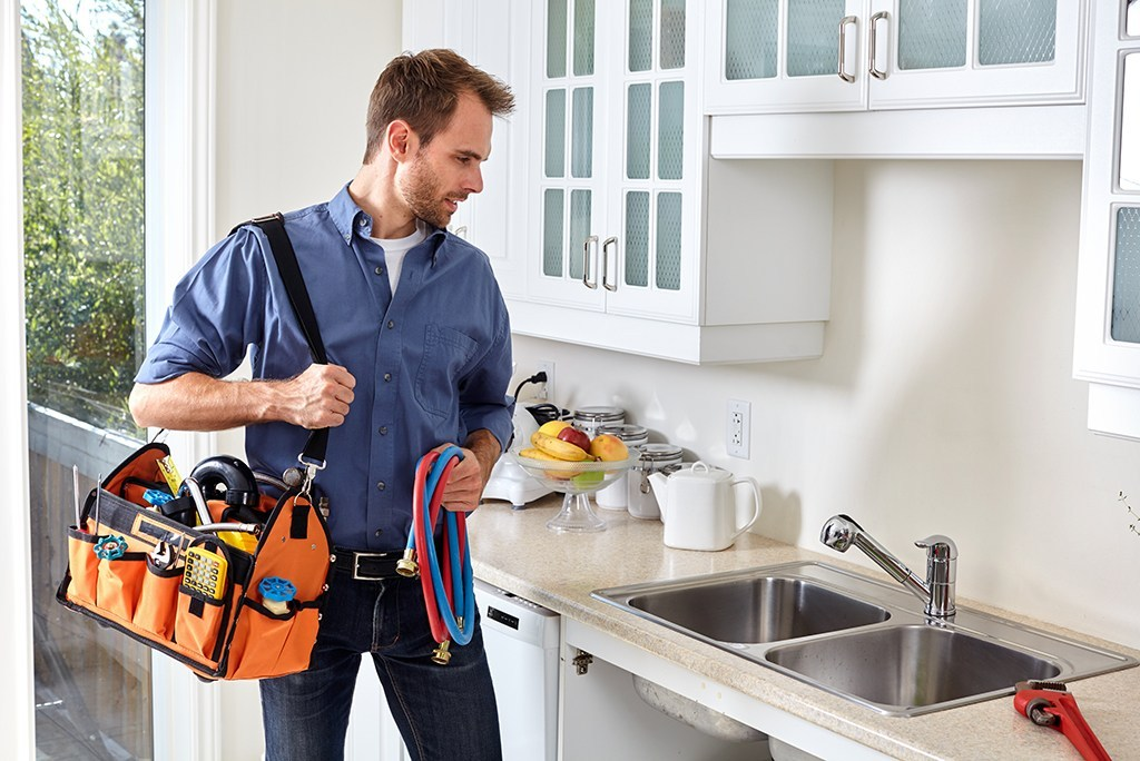 Qualities Of A Plumber That You Should Notice While Hiring His Services In Burleigh Waters