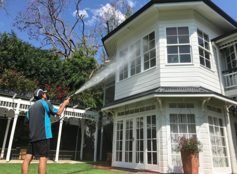 Things to Consider Before Hiring a House Washing Company